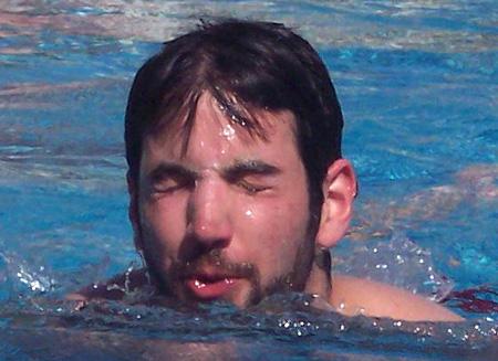 יונתן ברטוב מסתנוור מהשמש