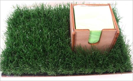 פשוט ירוק, מעמד ממו, דשא