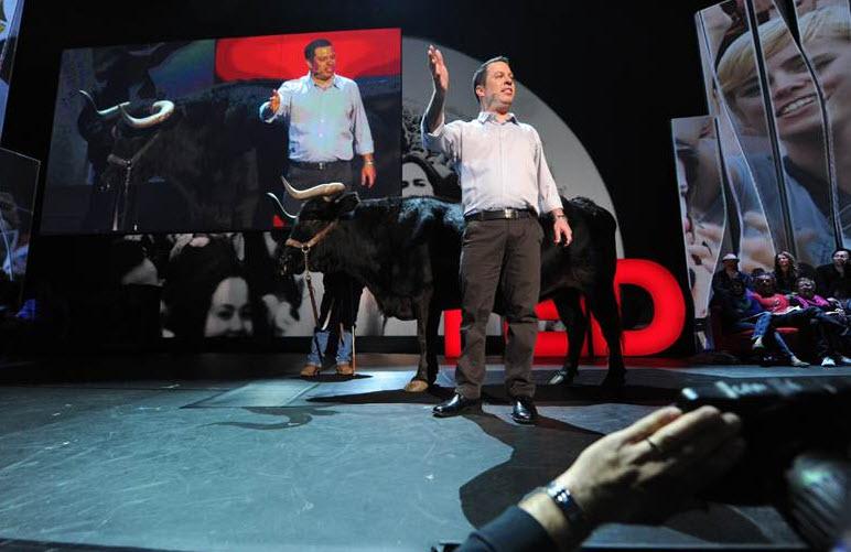 הקרנה מיוחדת: ליאור צורף בכנס TED