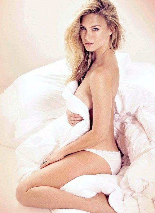 דוגמנית העל בר רפאלי נבחרה לאישה הסקסית ביותר בעולם על ידי מגזין מקסים