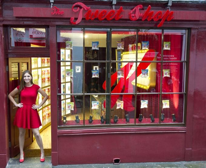 """קד""""מ יצירתי בלונדון: חנות שמשלמים באמצעות ציוצים בטוויטר"""