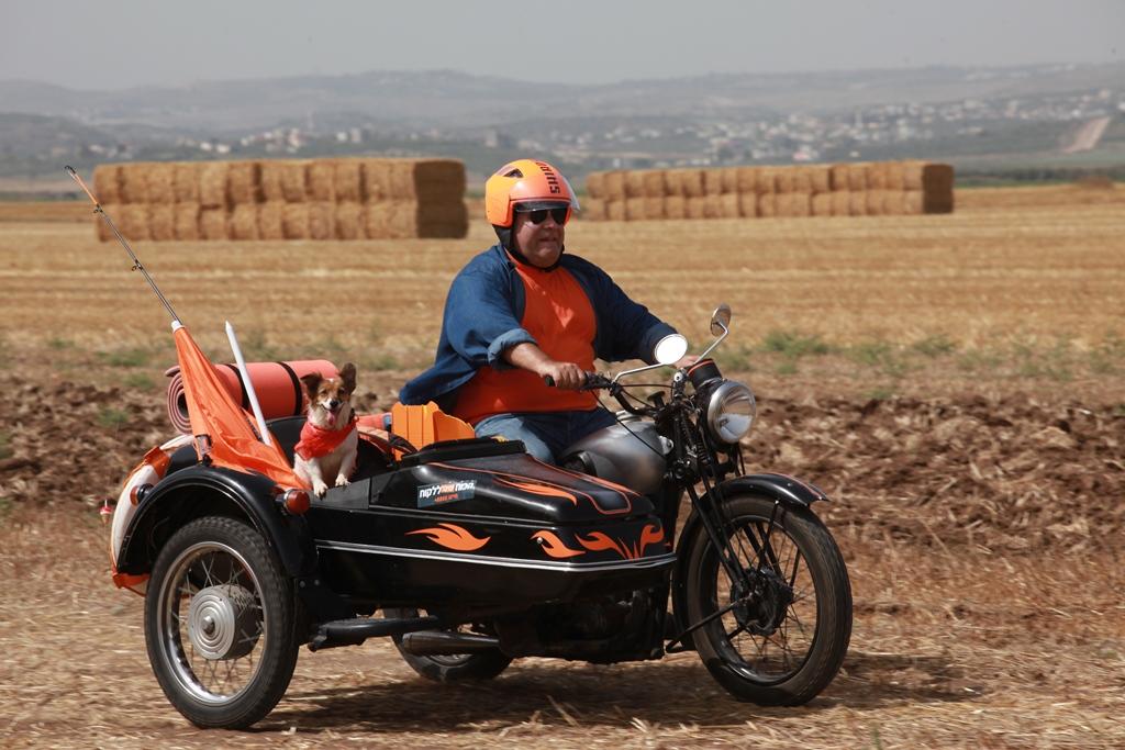 דביר בנדק יוצא למסע מדן ועד אילת במסגרת קמפיין עוברים למזרחי-טפחות