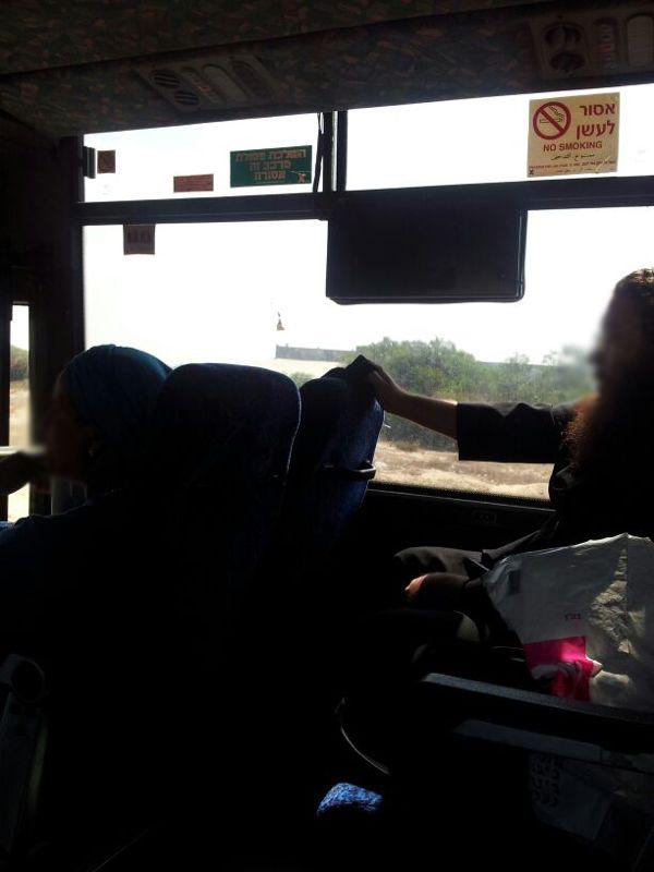 מבריחים את הנשים לחלקו האחורי של האוטובוס - הטקטיקות המסריחות של חסידי גור