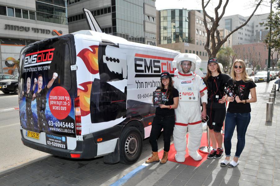 מונית מעבורת חלל בתל אביב מציגה את EMS CLUB - מהפכת אימוני הכושר מהחלל