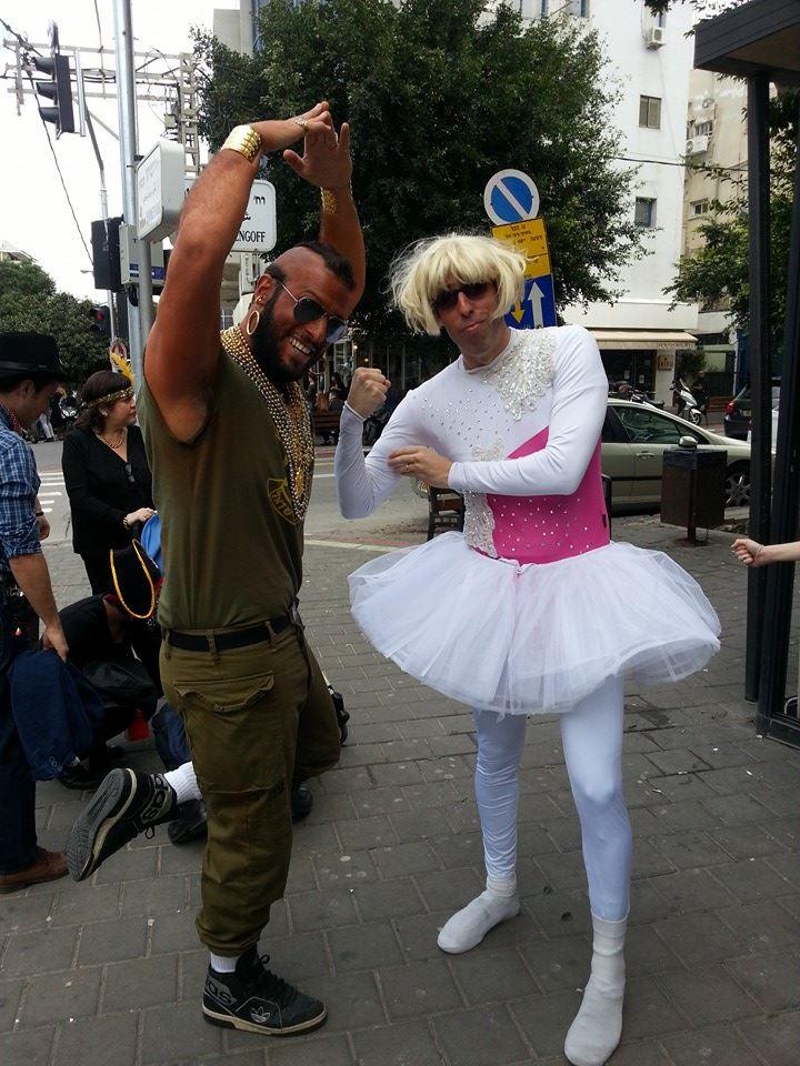 """ארז רובינשטיין וניסן לרידו // תחפושת רקדנית בלט טרנסית ומיסטר טי בי.איי. ברקוס (""""צוות לעניין"""")"""