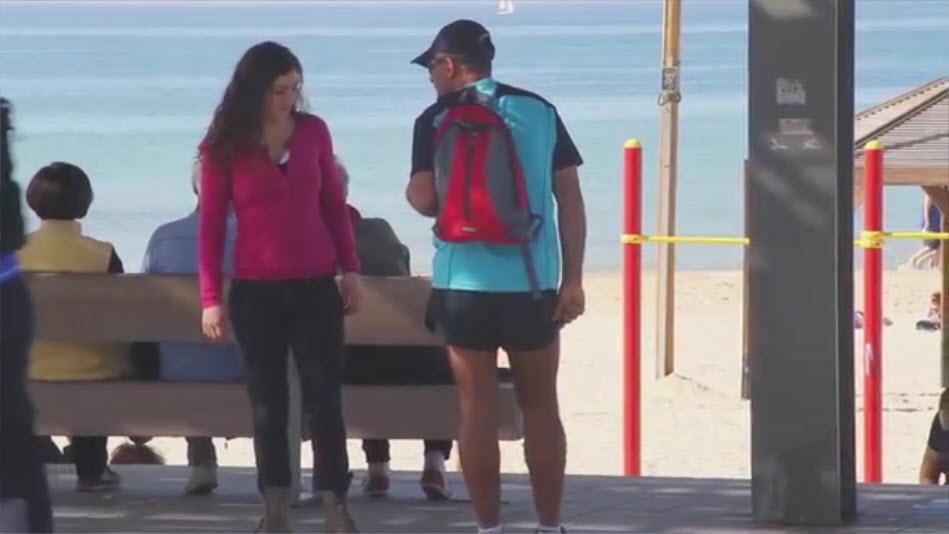 נשים ישראליות מטרידות גברים ברחוב