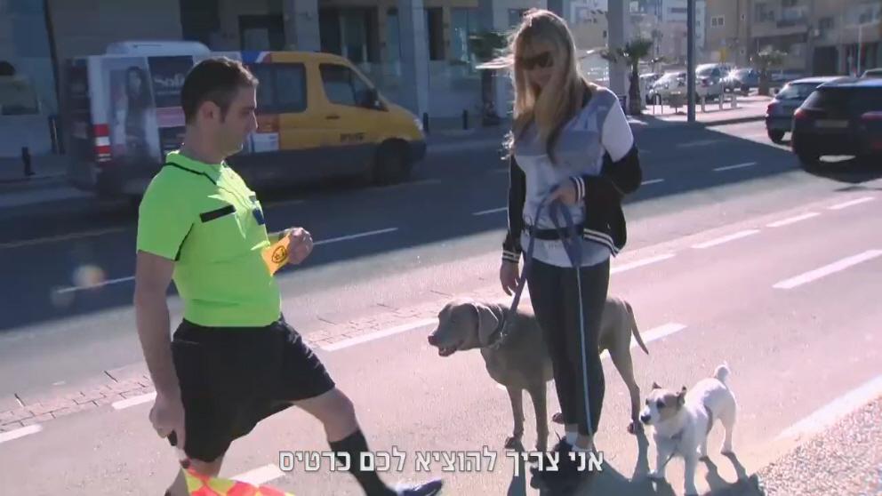 עיריית תל אביב מוציאה כרטיס אדום להולכים על שבילי האופניים