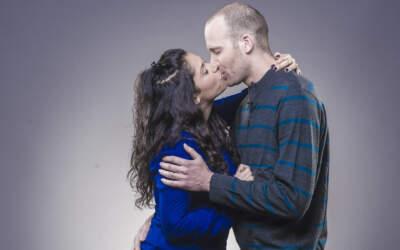 יהודים וערבים מתנשקים