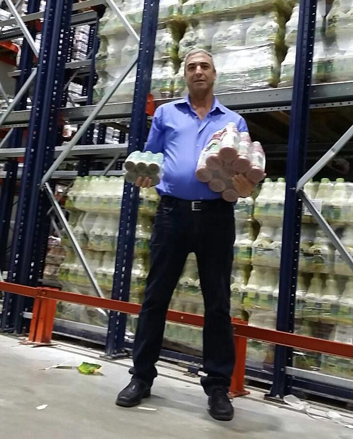 אפי דיין במפעל פרי ניב